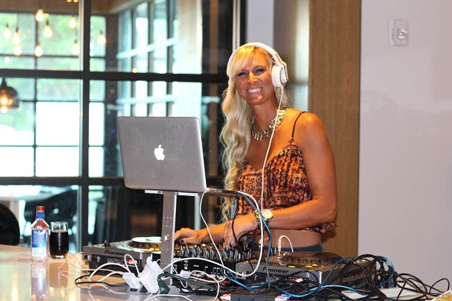 Peachfully-Chic-Le-meridien-atlanta-perimeter-the-hub-DJ-Hands-Of-Grace-3