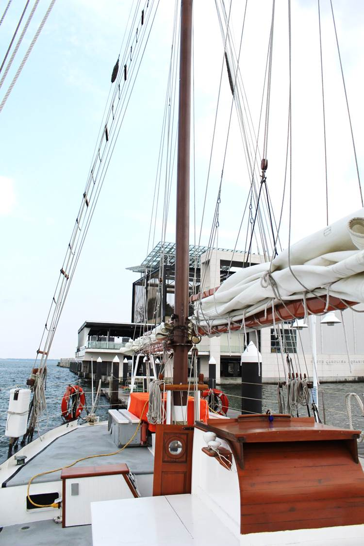 peachfully-chic-charleston-harbor-schooner-pride-4