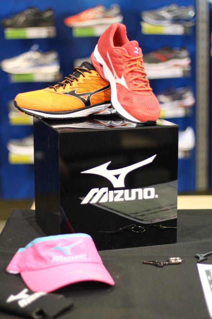 waverider-mizuno-running-shoe-1