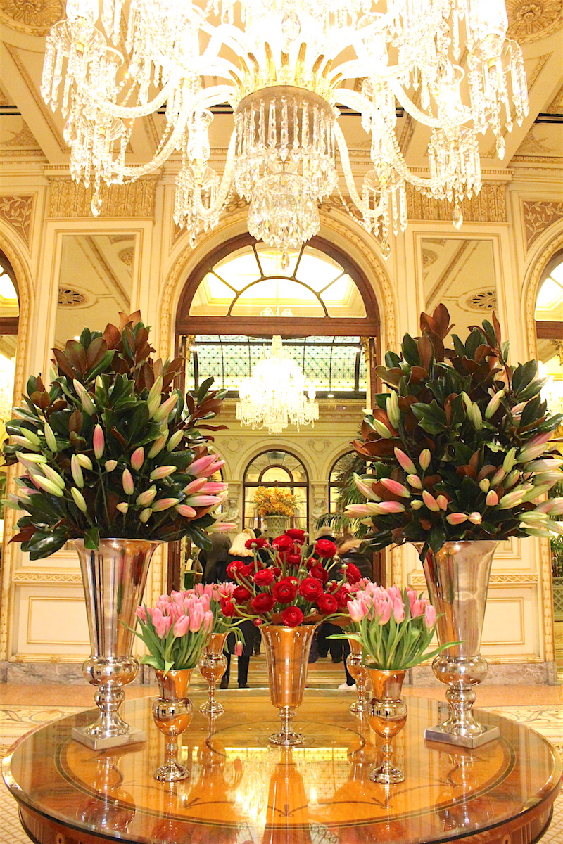 New-York-The-Plaza-Hotel-Entry-flowers