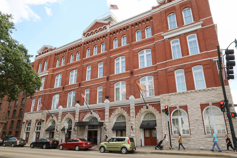 Hotel-Indigo-Savannah-Places-to-Stay-6