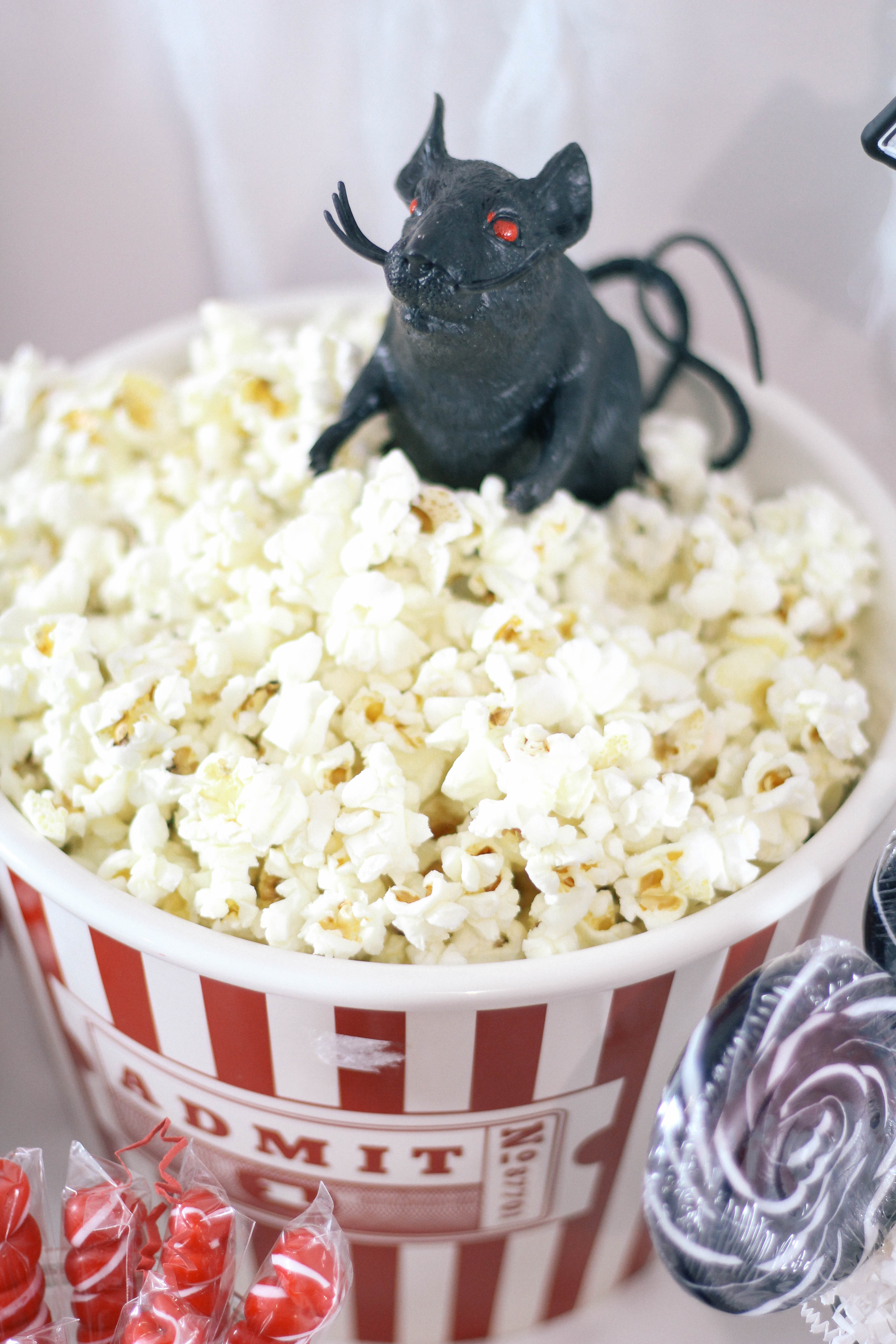 Halloween-Carnival-CarnEVIL-themed-party-tablescape-10