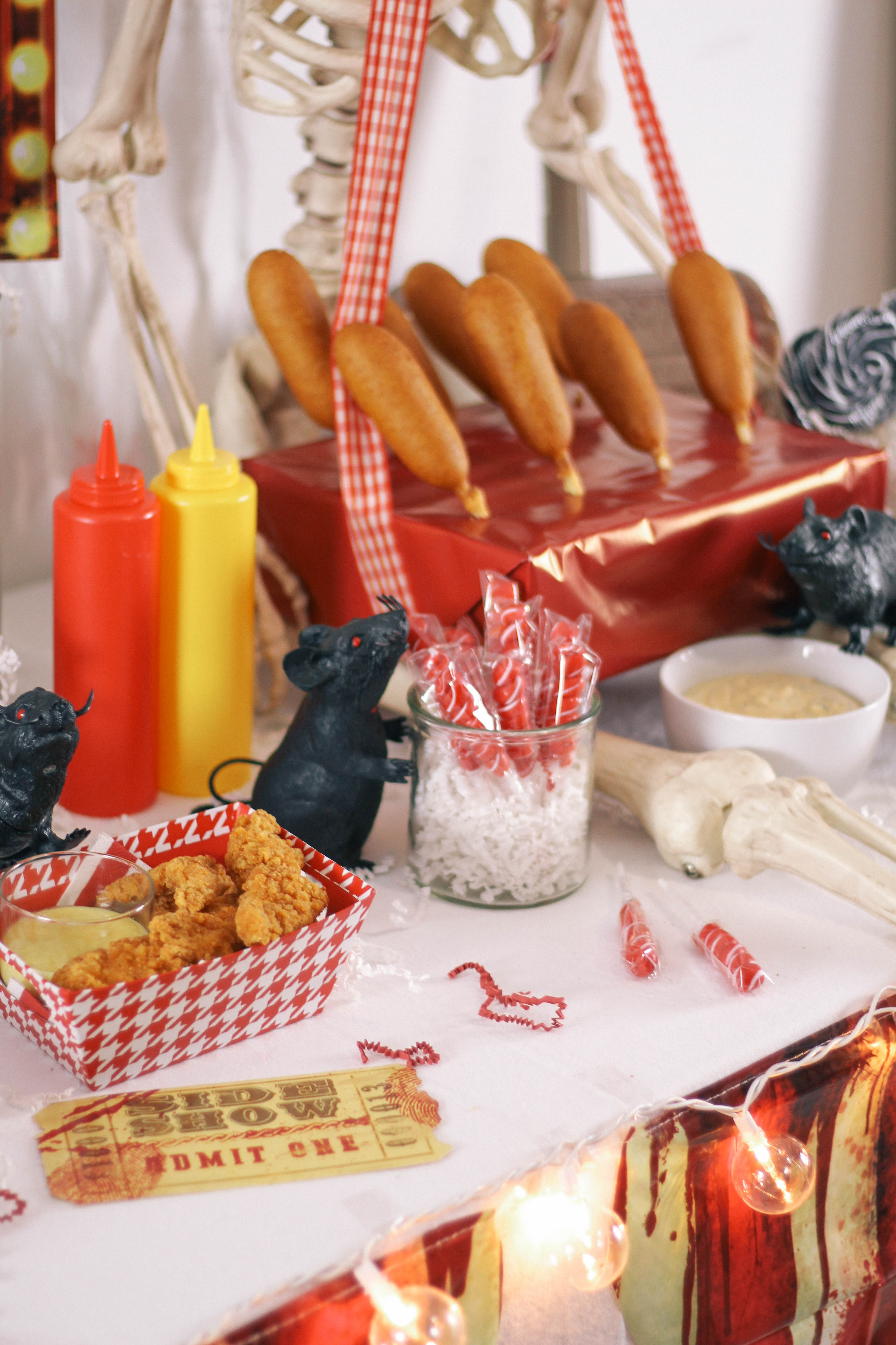 Halloween-Carnival-CarnEVIL-themed-party-tablescape-15