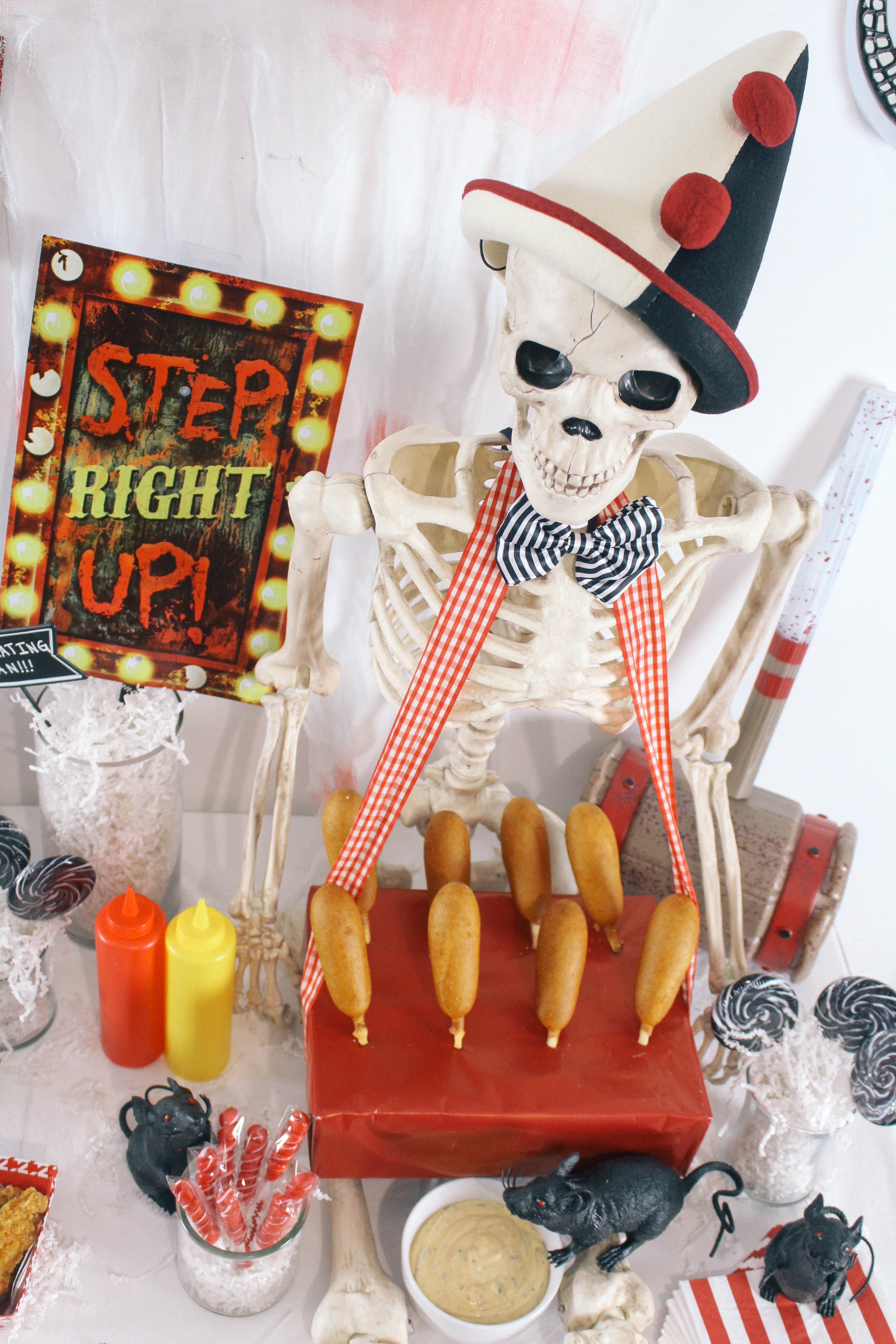 Halloween-Carnival-CarnEVIL-themed-party-tablescape-18