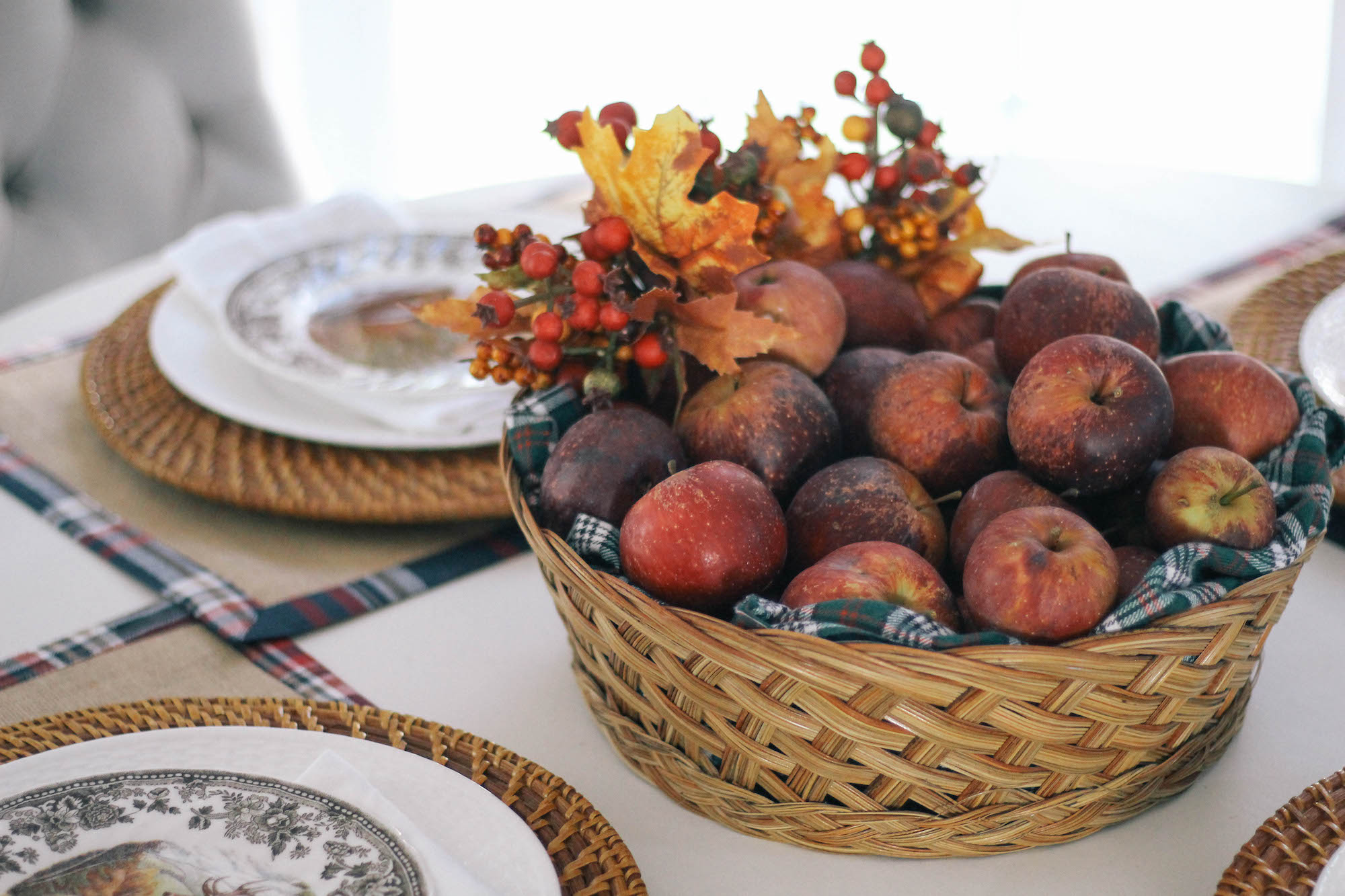 Fall-Tablescape-Animal-Game-China-apple-centerpiece-2
