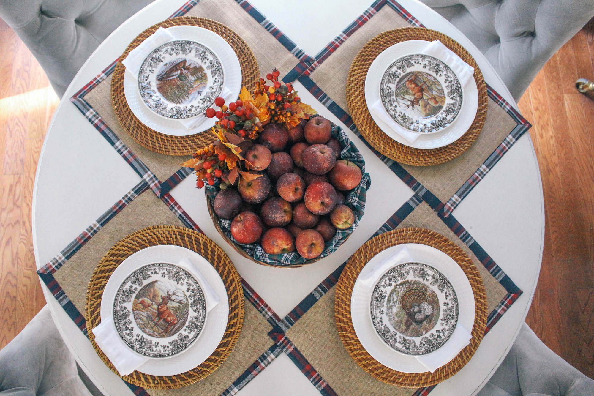 Fall-Tablescape-Animal-Game-China-apple-centerpiece-3