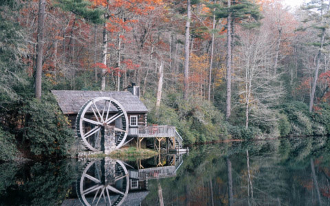 cashiers-nc-high-hampton-inn-mountain-waterwheel